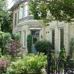 213 Carlton Toronto Townhouse B&B